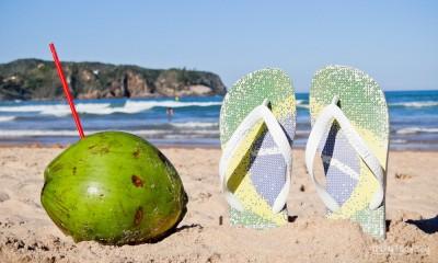 havaianas e Praia-Brasil