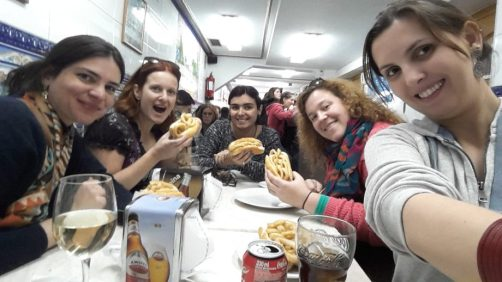 Comendo Bocadillo de Calamares depois do Walking Tour